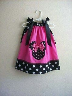 minnie mouse pillowcase dress - i must make this for olivia. She is in love with minnie! Little Girl Dresses, Little Girls, Girls Dresses, Sewing For Kids, Baby Sewing, Sewing Clothes, Doll Clothes, Minnie Dress, Creation Couture
