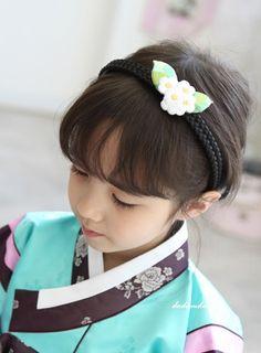 #Hanbok Accessories: Baccidanggi (Hair Band) Oriental Style, Oriental Fashion, Korean Traditional, Traditional Clothes, Korean Wave, Korean Girl, Modern Hanbok, Korean Products, Asian Kids