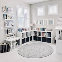 ideas for kids room organization toys reading corners - Kids playroom ideas Playroom Design, Kids Room Design, Playroom Decor, Playroom Paint Colors, Playroom Layout, Colorful Playroom, Wall Decor Kids Room, Kids Room Rugs, Girl Room Decor