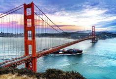 Cartão postal da cidade, a Golden Gate Bridge além de unir San Francisco a Sausalito e ser uma das construções mais belas dos Estados Unidos, também é considerada uma das sete maravilhas do mundo pela Sociedade Americana de Engenheiros Civis.   CT Operadora Todos os destinos, seu ponto de partida #ctoperadora #queroconhecer #seupontodepartida #viagem #seumelhordestino #beautifuldestinations #viajar #travel #travelgram #amazing #instatrip #destination #wanderlust #shootoftheday