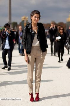 neutral outfit, pop of color with shoes