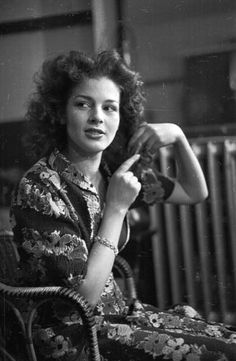 20th March 1943: The actress Christabel Moore prepares for her first professional role with the Watford Repertory Company as Mabel the maid in St John Ervine's play 'The First Mrs Fraser'. Original Publication: Picture Post - 1392 - Cover Girl's First Part - pub. 1943 (Photo by Kurt Hutton/Picture Post/Getty Images)