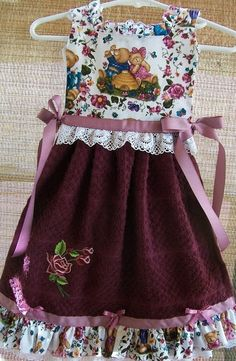 Adorable Ruffles Bears in Burgundy Oven Door Dish Towel Dress Towel Apron, Towel Dress, Sewing Hacks, Sewing Projects, Sewing Tips, Sewing Ideas, Dish Towels, Tea Towels, Hand Towels