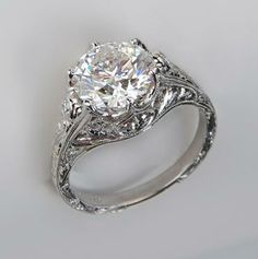 beautiful vintage inspired diamond & platinum engagement ring <3