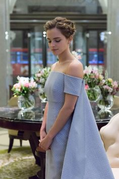 Emma Watson in blue, off-the-shoulder gown with attached cape /// Beautiful as always Emma Watson Beauty And The Beast, Emma Watson Beautiful, Emma Watson Style, Emma Watson Dress, Emma Watson Fashion, Emma Watson Short Hair, Emma Watson Outfits, Emma Watson Movies, Emma Watson Makeup