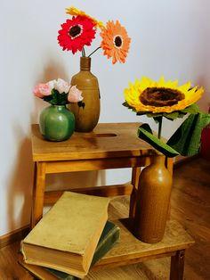 Pentru ati petrece timpul in mod placut si creativ ti-am pregatit 3 seturi noi cu flori ( gerbera, floarea soarelui, floare de cires). Pachetele contin toate materialele necesare, sabloanele si instructajul cu poze explicative.🌼 Vase, Gerbera, Creative, Home Decor, Decoration Home, Room Decor, Flower Vases, Interior Design, Vases