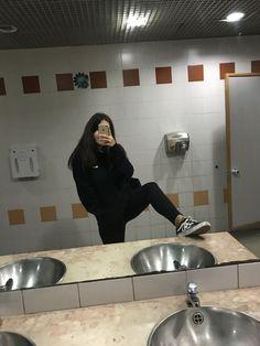 Nunca dejes de amarte ! Selfie Poses, Selfies, Aesthetic Photo, Aesthetic Girl, Tumblr Photography, Photography Poses, Picture Poses, Photo Poses, Instagram Story Ideas