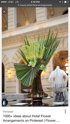 Leaf floral art arrangement for the hotel. Hotel Flower Arrangements, Tropical Flower Arrangements, Beautiful Flower Arrangements, Table Arrangements, Hotel Flowers, Sogetsu Ikebana, Green Centerpieces, Corporate Flowers, Church Flowers