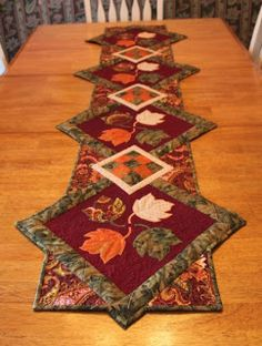 Quilted Delights: Finished Fall Table Runner - So Pretty! Quilted Delights: Finished Fall Table Runner - So Pretty! Patchwork Table Runner, Table Runner And Placemats, Table Runner Pattern, Quilted Table Runners, Fall Table Runner, Thanksgiving Placemats, Pineapple Quilt, Fall Sewing, Place Mats Quilted