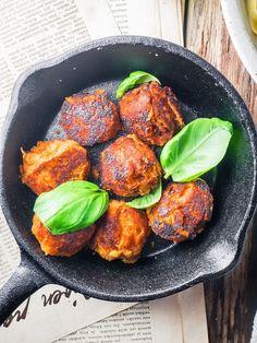 food_drink - Linssipyörykät, tagliatellea ja tomaattikastiketta (V) Raw Food Recipes, Veggie Recipes, Vegetarian Recipes, Healthy Recipes, Pesco Vegetarian, Good Food, Yummy Food, Greens Recipe, Vegan Foods