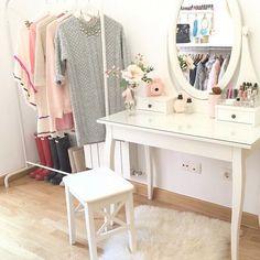 Imagem de bedroom Ikea Vanity, Vanity Decor, Dressing Table Organisation, Pastel Interior, Woman Bedroom, Beauty Room, Dream Rooms, Room Interior, Girl Room