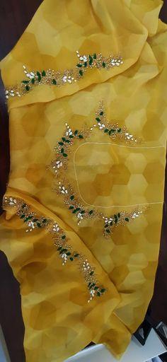 Simple Blouse Designs, Blouse Designs Silk, Bridal Blouse Designs, Embroidery Fashion, Hand Embroidery, Embroidery Designs, Maggam Work Designs, Work Blouse, Hand Designs
