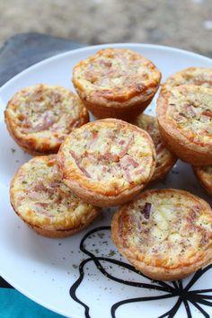 Pienet herkkusuut: Kinkku-aurajuustopiiraset Savory Pastry, Savoury Baking, Salty Foods, Salty Snacks, I Love Food, Good Food, Yummy Food, Snack Recipes, Cooking Recipes