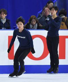 フィギュアスケートの全日本選手権は、男子フリーが最終日の24日に行われる。注目が集まるのは「第3の五輪代表」を巡る争いだ。宇野昌磨(トヨタ自動車)が22日のショートプログラム(SP)を首位で折り返して順当な実力を示し、今大会を負傷欠場した羽生結弦(ANA)もこれまでの実績から平昌行きは確実。残り1枠を懸けた争いは、SP2位の田中刑事(倉敷芸術科学大大学院)が優位に立ち、3位の無良崇人(洋菓子のヒロタ)が続く。