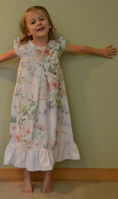 Elegant Floral Girl's Nightgown // Size 3 to 5