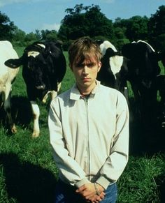 Damon Albarn from the bands Gorillaz and Blur.with cows! Damon Albarn, Blur Band, Graham Coxon, Poster Color Painting, Going Blind, Jamie Hewlett, Mike Shinoda, Alycia Debnam, Aesthetic Beauty
