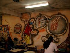 Detalhe da sala de Biologia pintada pelos Anjos pintores