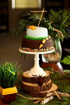 Who can make me a cool reptile cake for Jan 26 boys party??? Snake + reptile party
