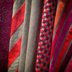 LOUVRE - CHINON - BRISSAC - TOURS: Terciopelos para caídas, tapicerías y decoración en general.   Velluts per caigudes, tapisseries i decoració en general. #madeinbelgium #upholstery #velvet #wind #ontariofabrics