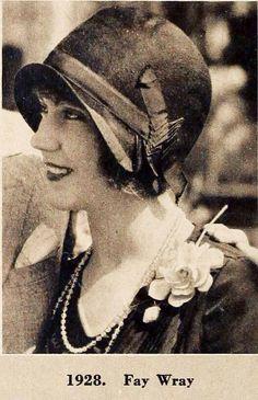 Il cappello a cloche di Fay Wray Turbans, Floral Fashion, Vintage Fashion, Victorian Fashion, Fashion Fashion, Victorian Ladies, 1930s Fashion, 1920s Aesthetic, 1920s Hats