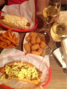 Eat Slurp Burp : Bubbledogs  Bubbledogs gourmet hot dogs & champagne restaurant