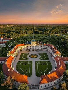 Esterházy Kastély 🇭🇺 Danube River, Medieval Castle, Central Europe, Grand Tour, Versailles, Budapest, Travel Inspiration, Scenery, Places To Visit