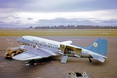 Vintage Planes Mount Cook Airlines Douglas at Christchurch, 1971 - wikimedia - Cargo Aircraft, Passenger Aircraft, Ww2 Aircraft, Australian Airlines, Airplane Photography, Air New Zealand, Air Festival, Private Plane, Aviation Art