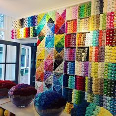 There is a new yarn shop in Utrecht! Craft Room Decor, Craft Room Design, Knitting Room, Loom Knitting, Wool Shop, Yarn Shop, Yarn Storage, Craft Storage, Art Supplies Storage