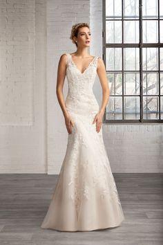 Cosmobella Style 7751: abito da sposa Cosmobella 2016 collezione: http://www.itakeyou.co.uk/wedding/cosmobella-wedding-dress-2016 #weddingdress #weddingdresses