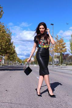 pencil skirt shows off her beautiful body! leather pencil skirt shows off her beautiful body! pencil skirt shows off her beautiful body! leather pencil skirt shows off her beautiful body! Look Fashion, Skirt Fashion, Autumn Fashion, Fashion Outfits, Womens Fashion, Fashion Design, Fashion Heels, Fashion Black, Cheap Fashion
