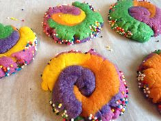 Des biscuits multicolores