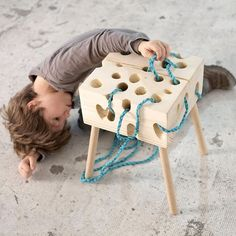 Outside of being a seat, this stool is playful interest. Children will be able to easily enjoy, pass, slide, undo and redo the rope. height of Humour Chuchoté Stool wood and games for children Games For Kids, Diy For Kids, Children Games, Kids Stool, Wood Games, Natural Toys, Montessori Toys, Creative Play, Wood Toys