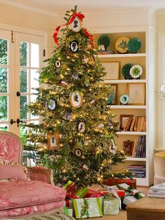 Black-and-White Silhouette Christmas Tree:   Use old-fashioned framed silhouettes in a fresh, updated way -- as Christmas tree decorations. Hang them on the tree with green ribbon, then embellish with silver mementos and sprigs of faux white berries to complete the classic look.  Editor's Lighting Tip: Match the color of your Christmas lights with the color of your ornaments to create a classy, monochromatic look for your Christmas tree.