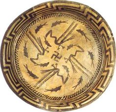 Culture de Samarra (Irak) : assiette en céramique à décor peint d'oiseaux pêchant des poissons (autour de 5 500 avant J.C.)