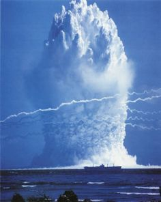Hardtack Umbrella (yield 8 kt) - an underwater nuclear test conducted by the U. on 8 June 1958 at Enewetak Atoll. Image in the public domain Image: U. Nuclear Bomb Test, Nuclear War, Dbz, Fallout, Bomba Nuclear, Mushroom Cloud, History Online, Mad Max, Atomic Age