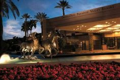 horse statue at Reno Grand Hotel | Doubletree-Paradise-Valley-Resort-Scottsdale-Hotel-Exterior