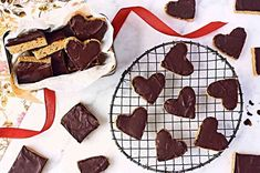 No-Bake Peanut Butter-Chocolate Squares - A homemade version of the peanut butter cup - Peanut Butter Squares, Peanut Butter Cups, Chocolate Peanut Butter, Chocolate Chips, Fruit And Nut Bars, Blackberry Syrup, Apple Pie Bars, Chocolate Squares, Chocolate Muffins