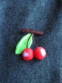 "Купить ""Вишенки"" брошь войлочная - вишня, вишенка, вишенки, брошь вишня, брошь ручной работы"