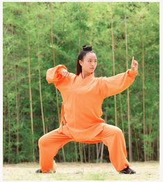 Women's Robe Style Tai chi Uniform Wushu Kung fu Wing Chun Martial arts Suit A fabulous lightweight uniform consisting of a long-sleeved shirt and pants. The practical cut allows great flexibility (splits, and high kicks). Wing Chun Martial Arts, Martial Arts Shoes, Kung Fu Martial Arts, Martial Arts Workout, Chinese Martial Arts, Martial Arts Women, Tai Chi Clothing, Tai Chi For Beginners, Kung Fu Shoes