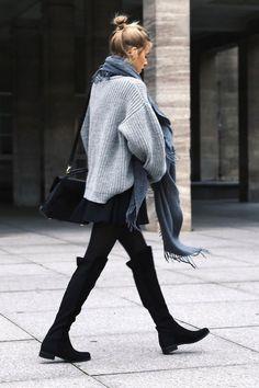 Cuissardes noires outfit. Comment choisir et porter des cuissardes? https://one-mum-show.fr/bottes/