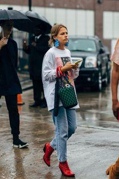 Street Style Looks That Defined 2018 Best Street Style 2018 Italian Street Style, Nyc Street Style, Rihanna Street Style, European Street Style, Street Chic, Street Style Summer, Cool Street Fashion, Street Style Women, Copenhagen Street Style