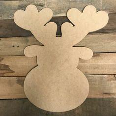 Christmas Yard Art, Christmas Wood Crafts, Christmas Ornaments, Christmas Signs, Christmas Ideas, Wooden Reindeer, Reindeer Head, Cartoon Reindeer, Wood Craft Patterns