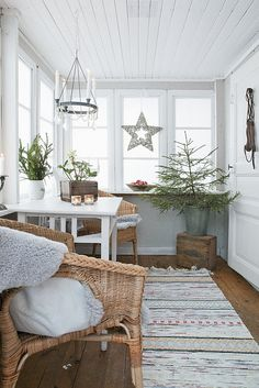 Give your home a Scando-style Christmas décor this year. Glance through our brilliant Scandinavian Christmas decoration ideas here to get prepared for it. Decor, Scandinavian Christmas Decorations, Enclosed Porches, Cottage Decor, Decor Inspiration, Home Decor, Scandinavian Decor, Christmas Inspiration, Farmhouse Christmas