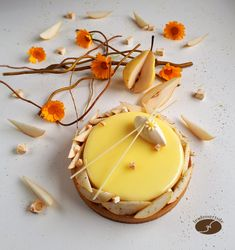 Pear tart with nougat chips - The desserts of JN, Desserts, Hello everyone, Recipe for a pie 18 cm in diameter Composition: Almond shortbread Almond cream nougat Pear compote . Patisserie Fine, Patisserie Design, French Patisserie, Gourmet Desserts, Fancy Desserts, Plated Desserts, Dessert Recipes, Fancy Cake, Desserts With Biscuits