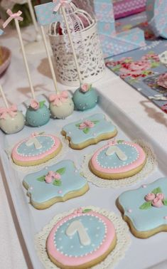 Beautiful decorated sugar cookies at a shabby chic baptism party! - Beautiful decorated sugar cookies at a shabby chic baptism party! See more party planning ideas at - Shabby Chic Cookies, Cumpleaños Shabby Chic, Shabby Chic Office, Shabby Chic Curtains, Shabby Chic Baby Shower, Shabby Chic Interiors, Shabby Chic Homes, Shabby Chic Furniture, Shabby Chic Kitchen Table