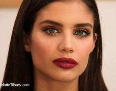 Va-va-voom! Steal Victoria's Secret Angel Sara Sampaio's gold eye and berry lip for your next summer party