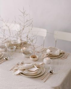 "111 Likes, 15 Comments - Maria Glidden (@kingsley_events) on Instagram: ""Neutral tabletop tones for winter with @plentyofpetals and @customcrafted : @kurtboomerphoto"""