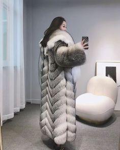 Fox Fur Coat, Fur Coats, Fabulous Furs, Great Women, Fur Fashion, Merino Wool Blanket, Mantel, Fur Jackets, Fashion Guide