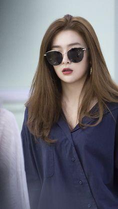 """""""seulgi's finest airport outfits a thread ✨"""" Irene Red Velvet, Red Velvet Joy, Red Velvet Seulgi, Korean Beauty Girls, Korean Girl, Asian Girl, Japonese Girl, Red Velvet Photoshoot, Red Velet"""