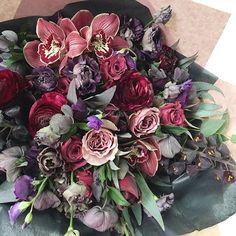 m a g i c 🔮💜 _______________  для ваших заказов: ▫️ удобная форма на flowerslovers.ru ▫️ через WHATs App и по телефону +7 (985) 911-57-49 ▫️ e-mail flowers@flowerslovers.ru